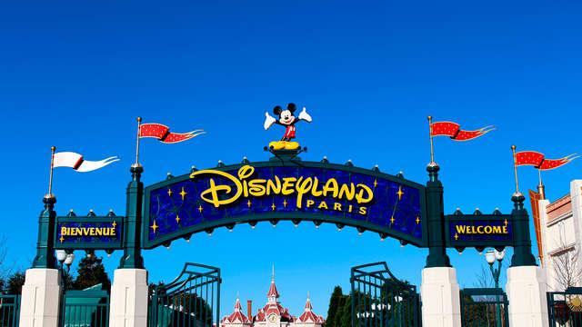 """Cena con el espectáculo de Disney """"La Légende de Buffalo Bill"""" y estancia 4 estrellas cerca de París"""
