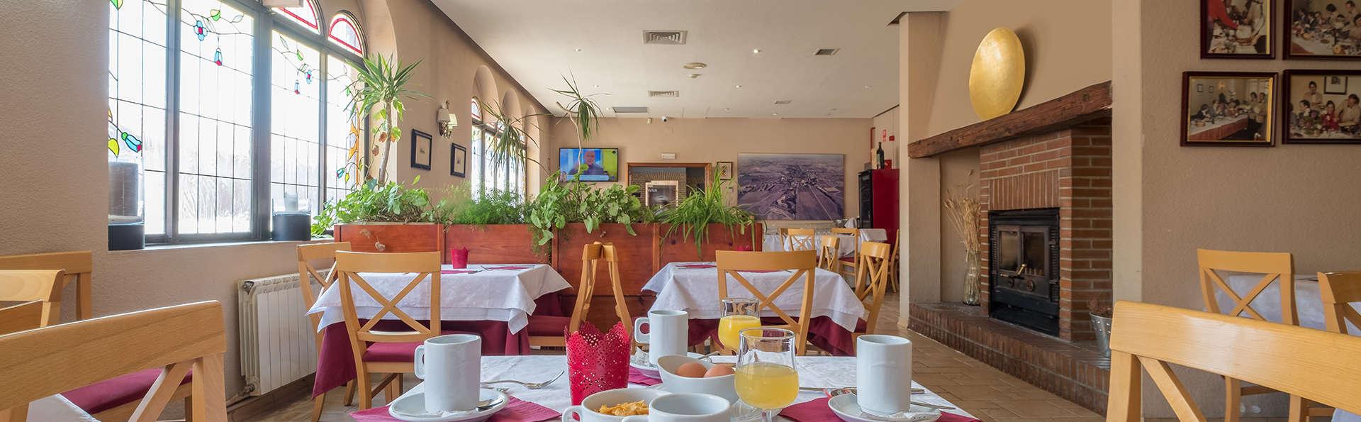 Hotel Vivar - EDIT_breakfast1.jpg