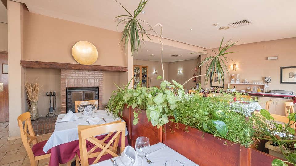 Hotel Vivar - EDIT_restaurant2.jpg