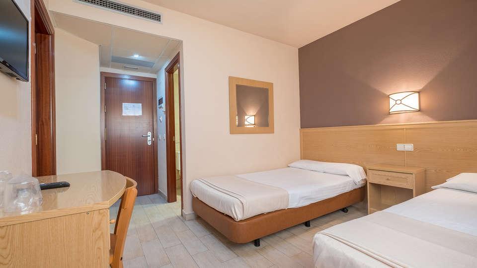 Hotel Vivar - EDIT_room20.jpg