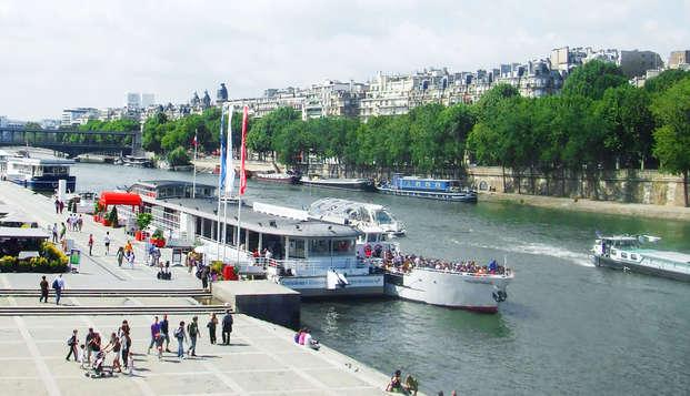 Escapada con cena a bordo de un crucero por el Sena en París