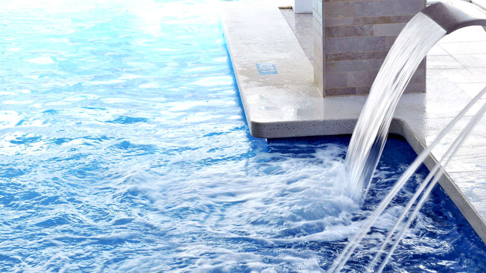 Hotel GHT Aquarium & Spa - Edit_Pool2.jpg