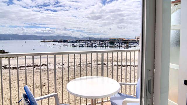 Escapada romántica con vistas al mar en Sanxenxo en un hotel con acceso directo a la playa Panadeira
