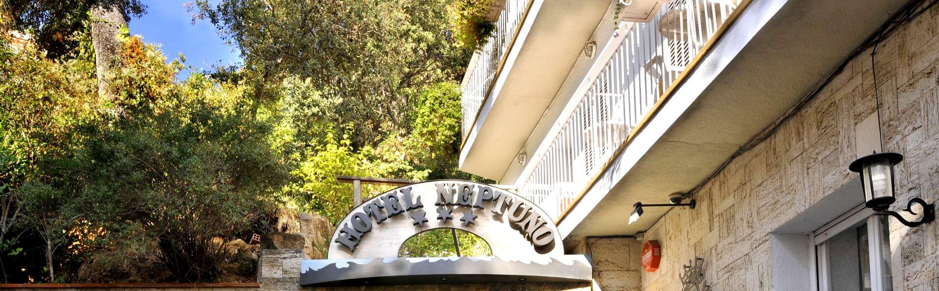 Hotel GHT Neptuno - Edit_Entrance.jpg