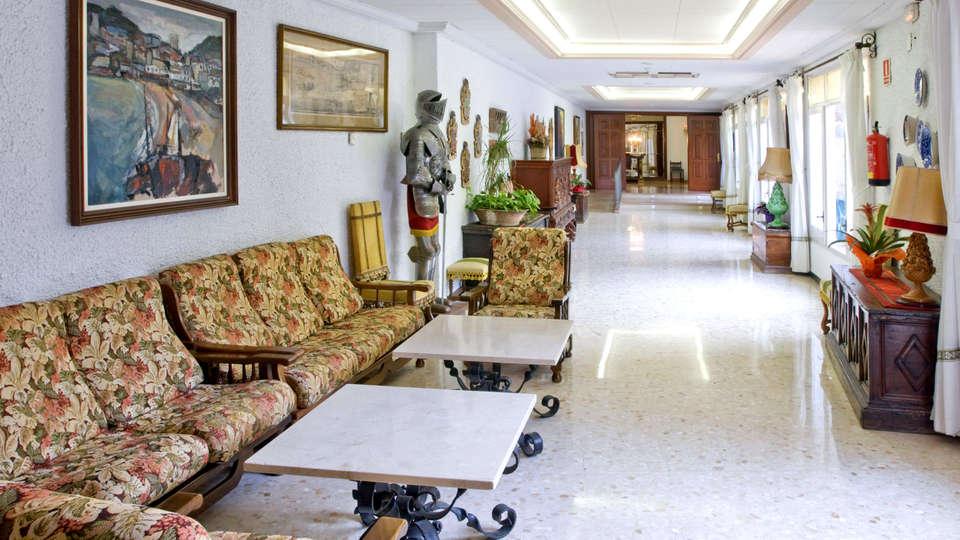 Hotel GHT Neptuno - Edit_Lounge.jpg