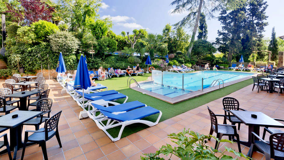 Hotel GHT Neptuno - Edit_Pool.jpg