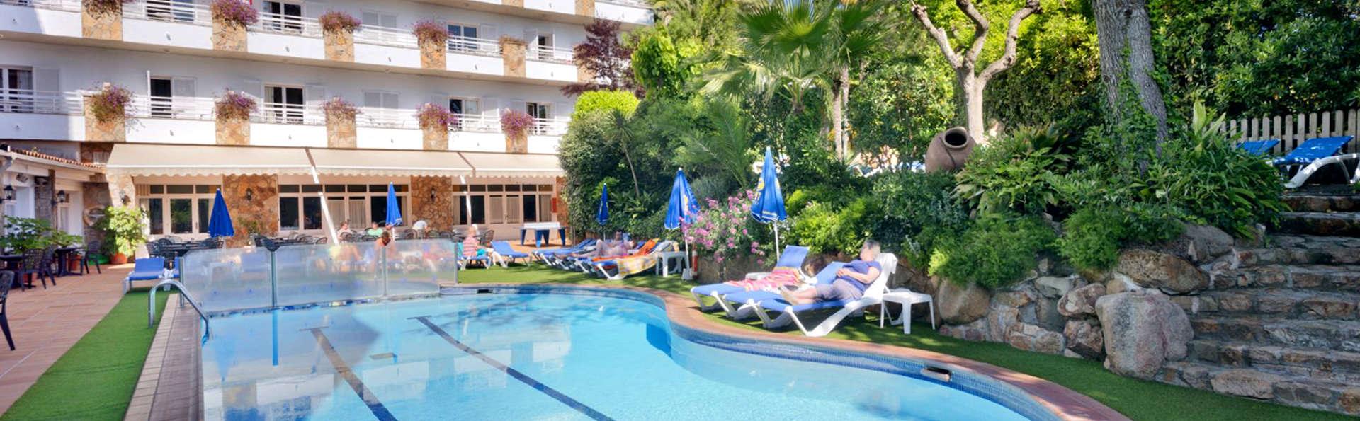 Hotel GHT Neptuno - Edit_Pool3.jpg