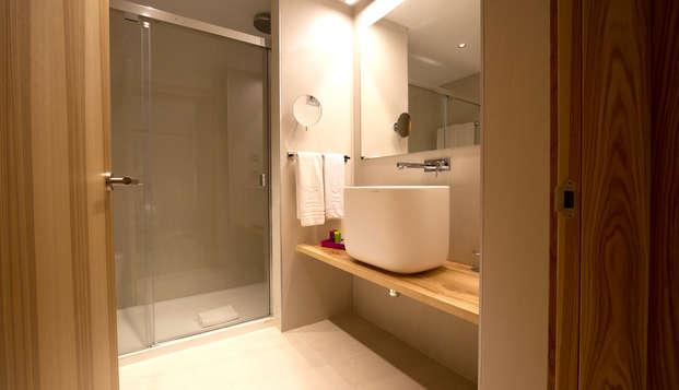 Hotel Zenit Sevilla - bathroom