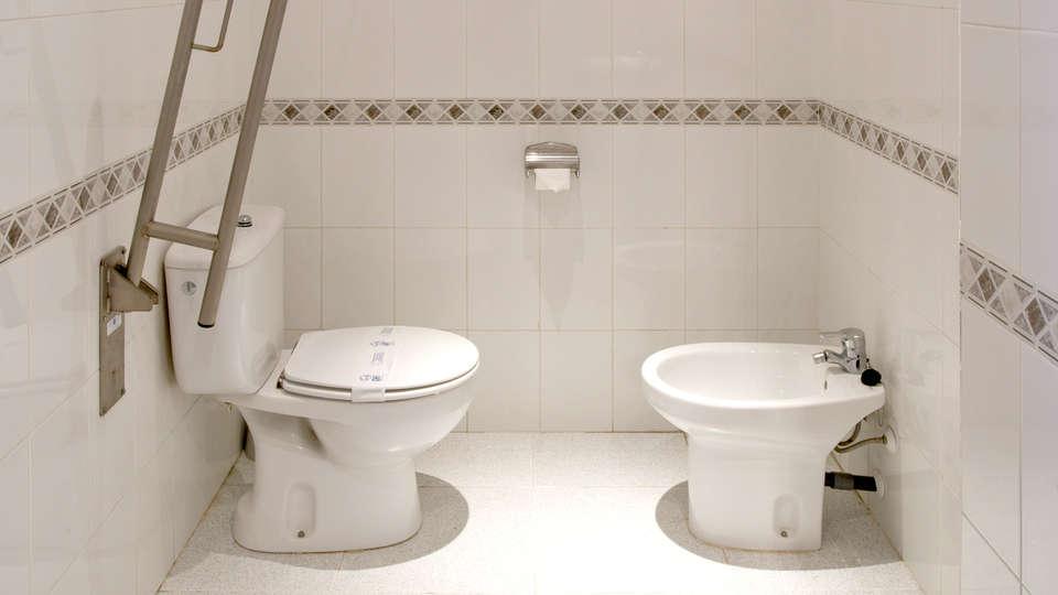 Hotel GHT Balmes - Edit_Bathroom.jpg