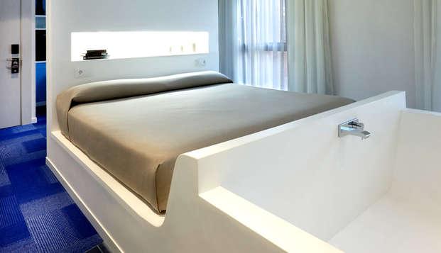 Escapada a Granada en Junior Suite con bañera junto a la cama