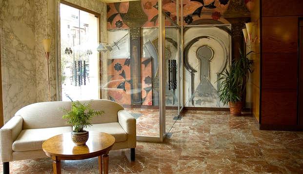Escapada en el corazón de Granada en un hotel con decoración exquisita