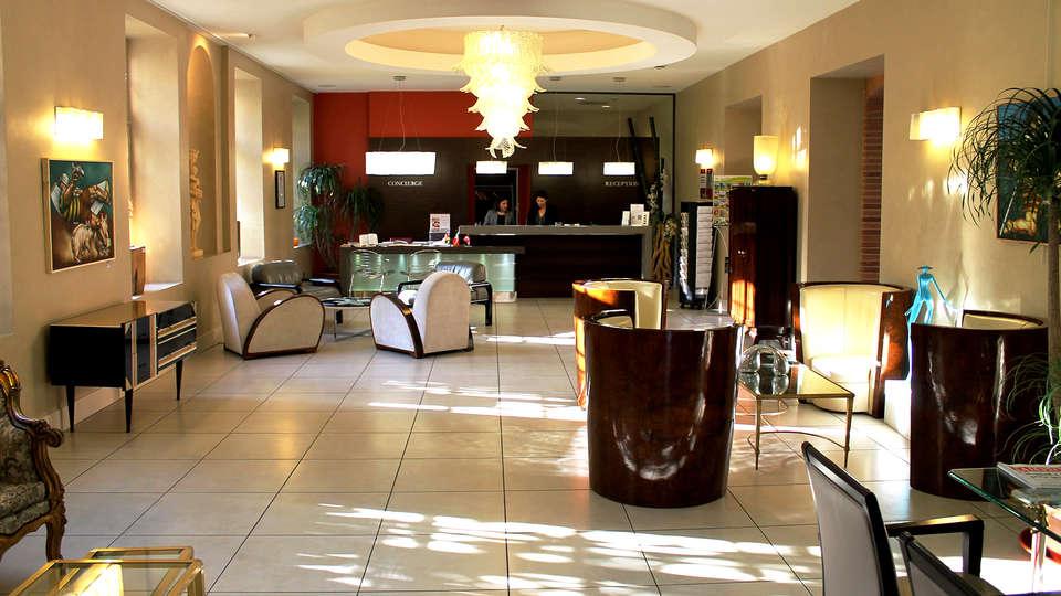 Abbaye des Capucins Hôtel Spa & Resort BW Premier Collection - Edit_Reception.jpg