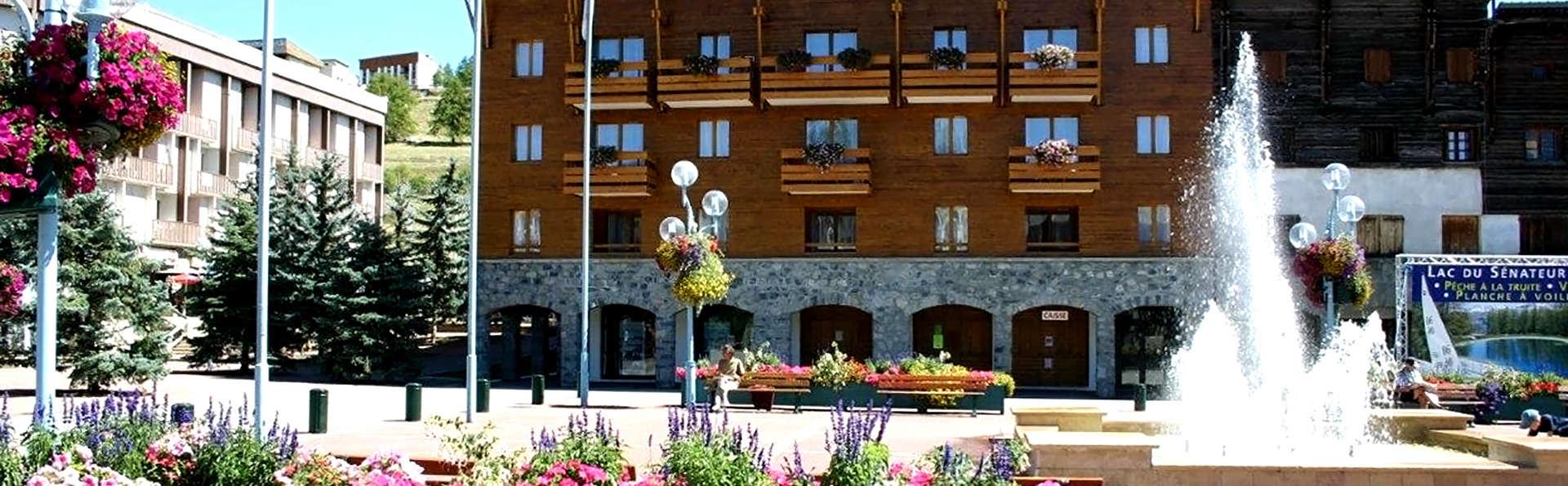Adonis Valberg - Résidence du Grand Hôtel - Edit_Front2.jpg