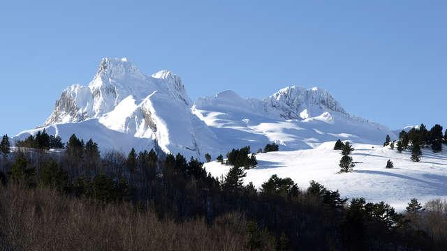 Escapada romántica con cena entre paisajes de montaña en los pirineos aragoneses