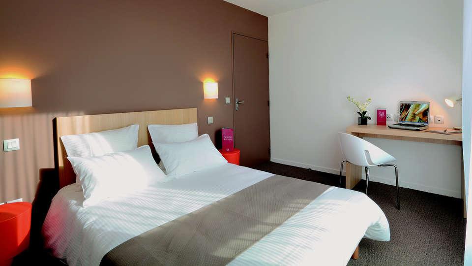 Appart'City Confort Tours - EDIT_Room3.jpg