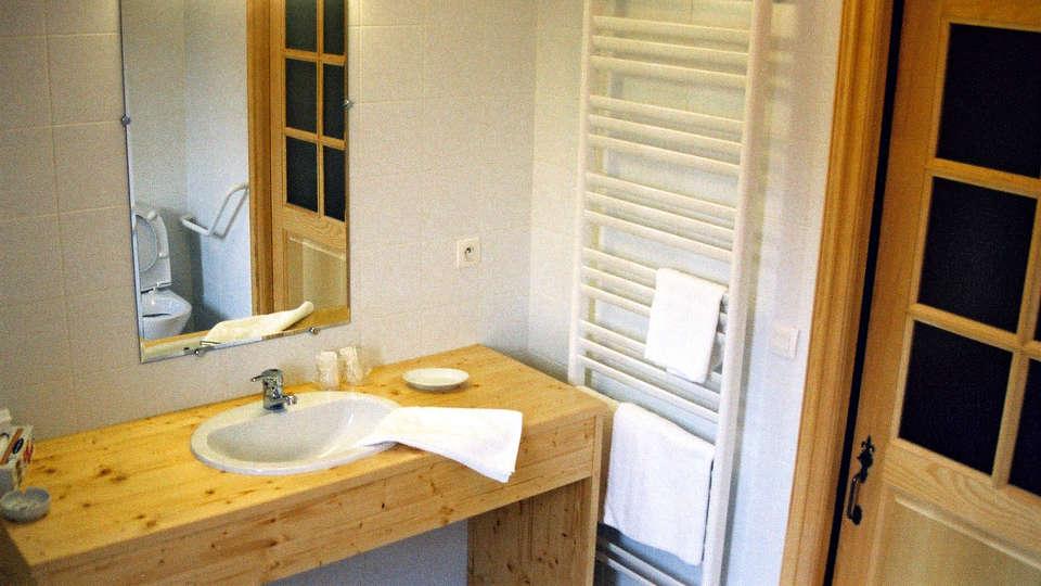 Auberge d'Anthy - Edit_bathroom.jpg