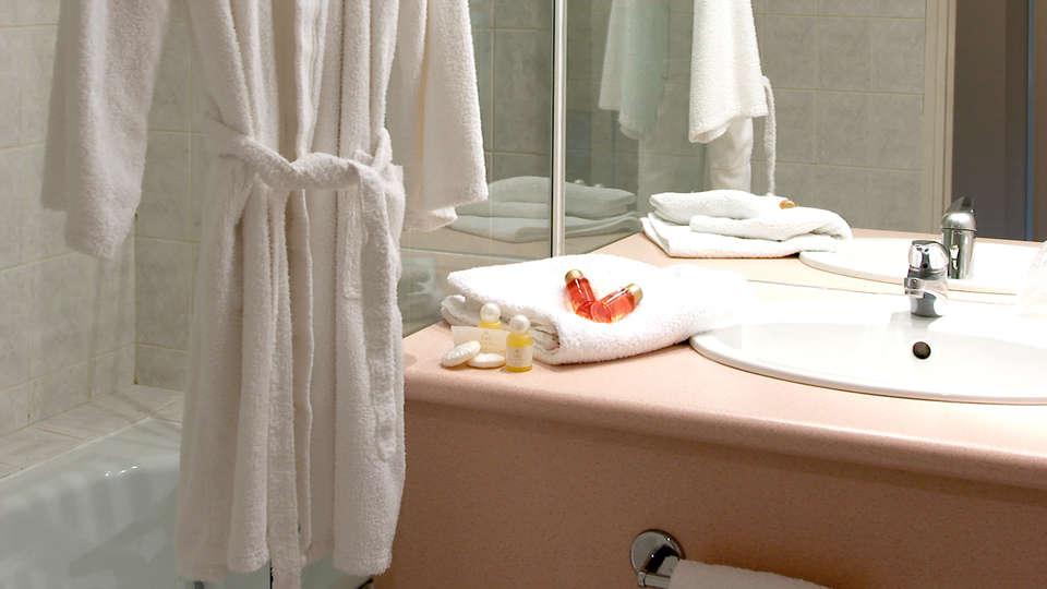 Auberge de Nicey - Edit_bathroom.jpg