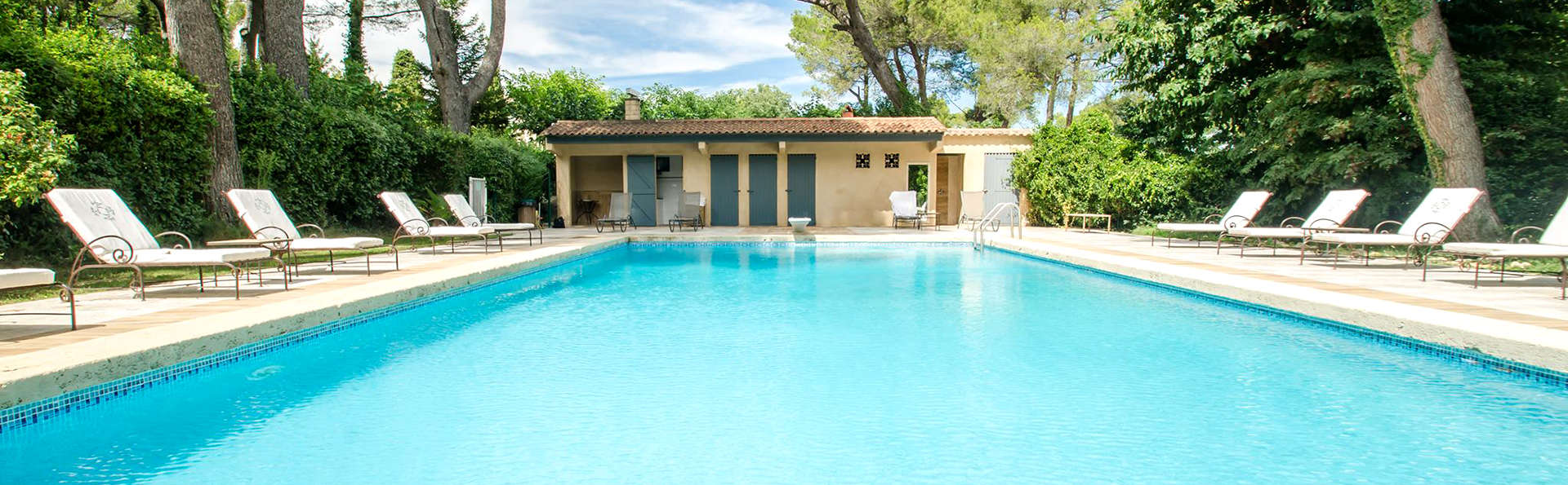 Auberge de Noves - Edit_Pool2.jpg