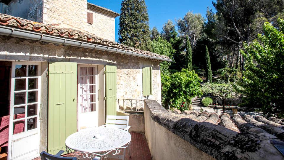 Auberge de Noves - Edit_terrace.jpg