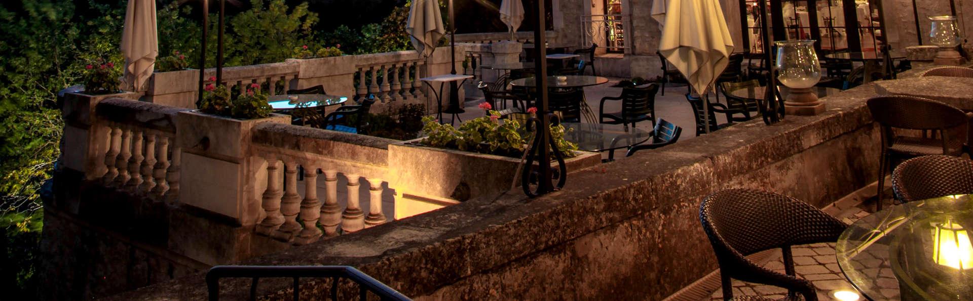 Séjour reposant dans un élégant manoir du XVIIème siècle à deux pas d'Avignon !