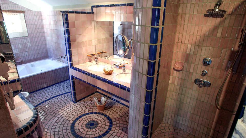 Auberge de Noves - Edit_Bathroom.jpg