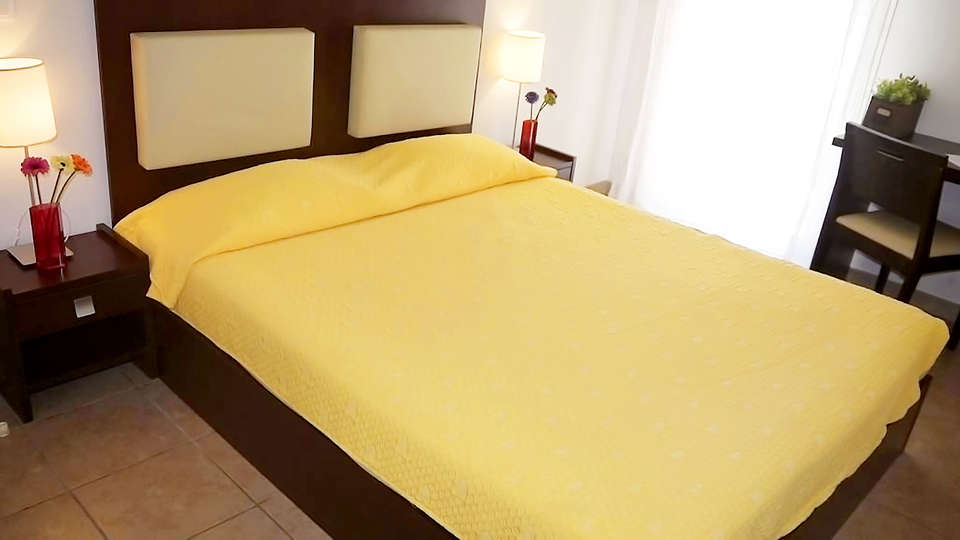 Zenitude Hôtel-Résidences Toulon Six Fours - EDIT_Room2.jpg
