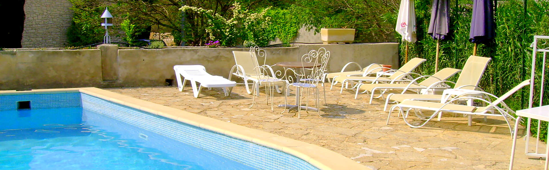Auberge de Tavel - Edit_Pool.jpg