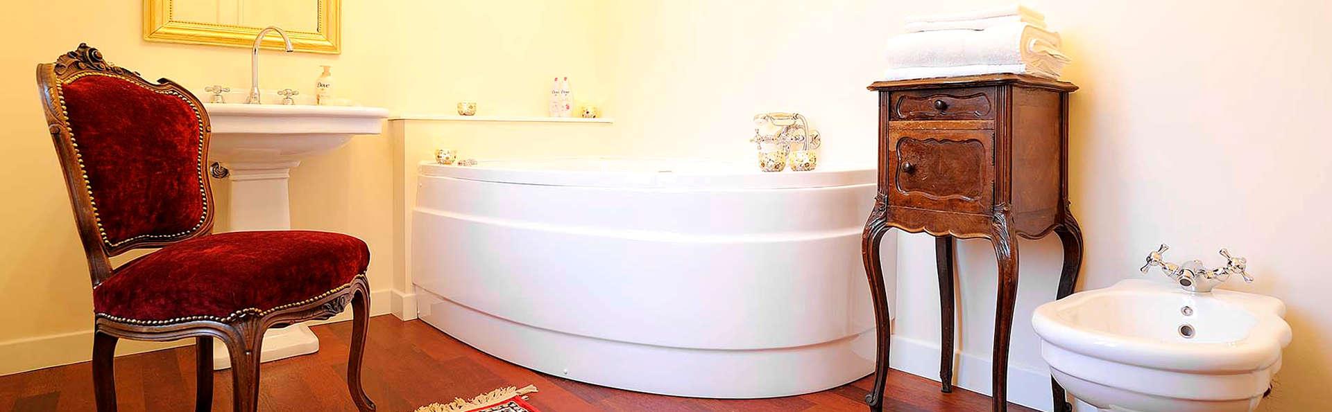 Séjour romantique avec jacuzzi dans la chambre dans une demeure historique