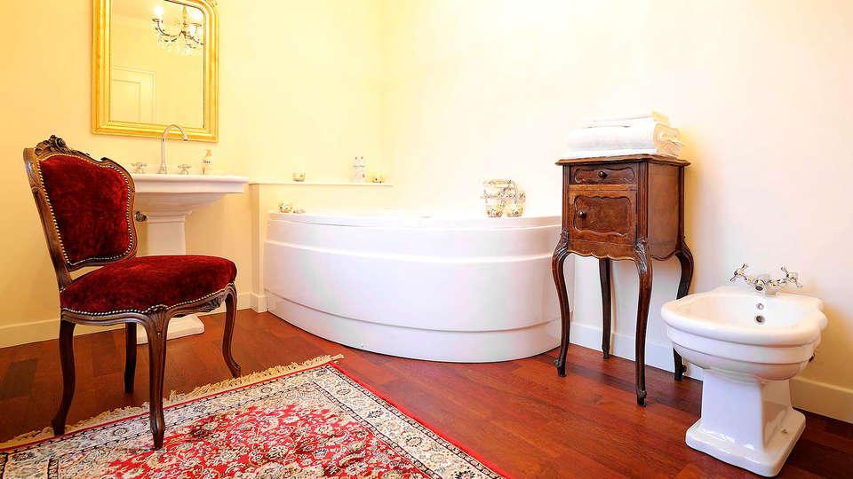 Duchessa Margherita - Edit_Bathroom.jpg