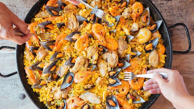 Gastronomía gallega: Escapada Romántica con Paella de Mariscos en la playa de Sanxenxo