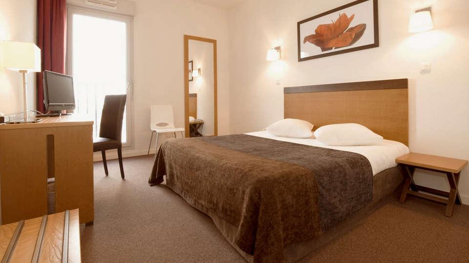 Appart'Hôtel Odalys Bioparc - EDIT_Room1.jpg