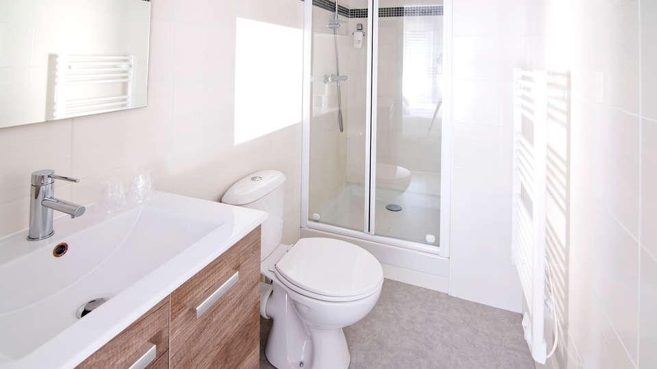 Auberge le Cantou - Edit_Bathroom.jpg