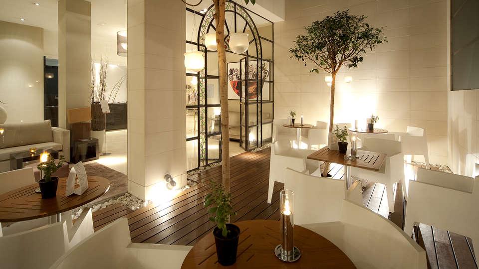 Hotel Taburiente - Edit_Terrace.jpg
