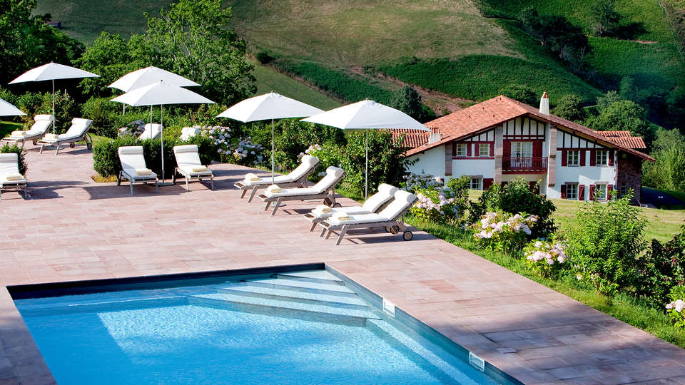 Auberge Ostapé - Edit_Pool.jpg