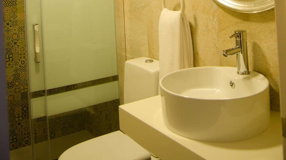 Suites con Jacuzzi Santillana - edit_bano.jpg