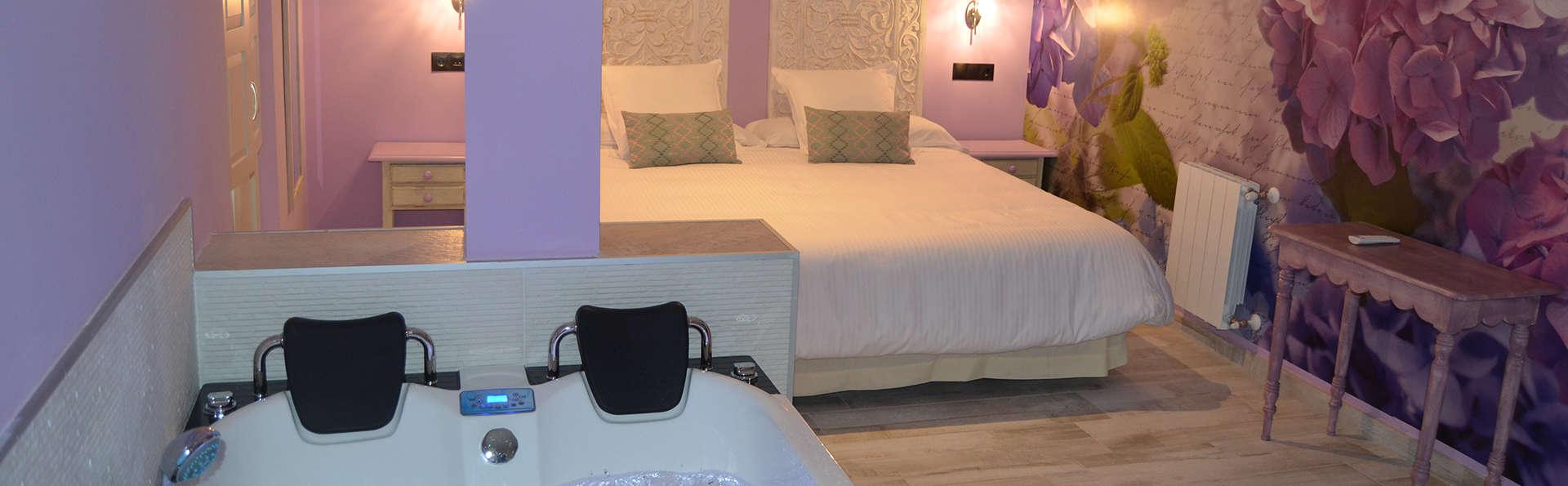 Suites con Jacuzzi Santillana - edit_room3.jpg