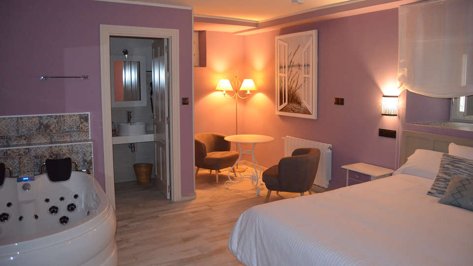 Suites con Jacuzzi Santillana - edit_room4.jpg