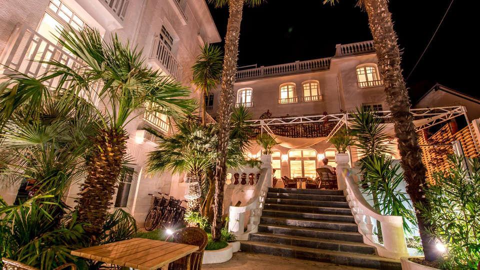 Hôtel La Palmeraie - EDIT_exterior1.jpg