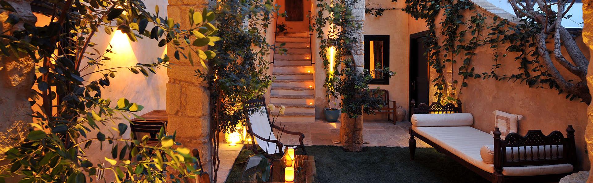 Hotel V Vejer - edit_patio2.jpg