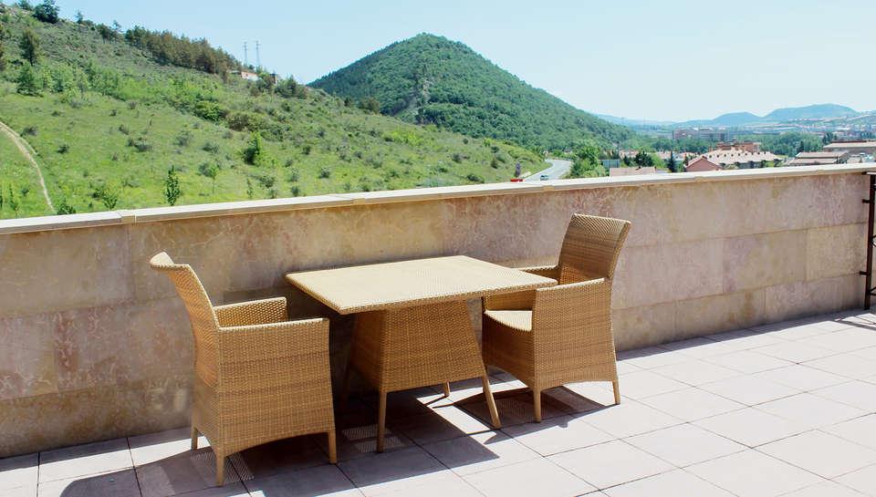 Hotel Pamplona Villava - edit_terraza-suite-rrss.jpg