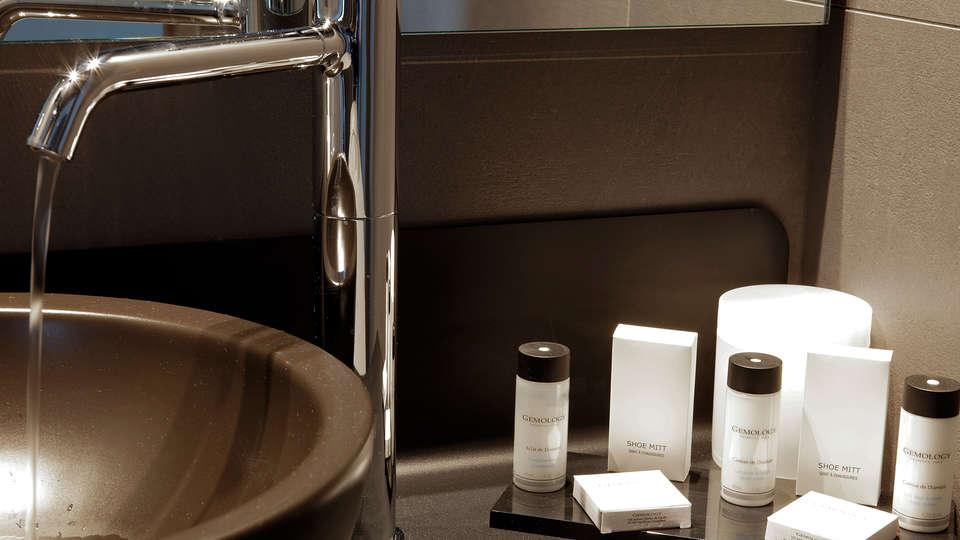 Hotel Saint Marcel - EDIT_bath.jpg