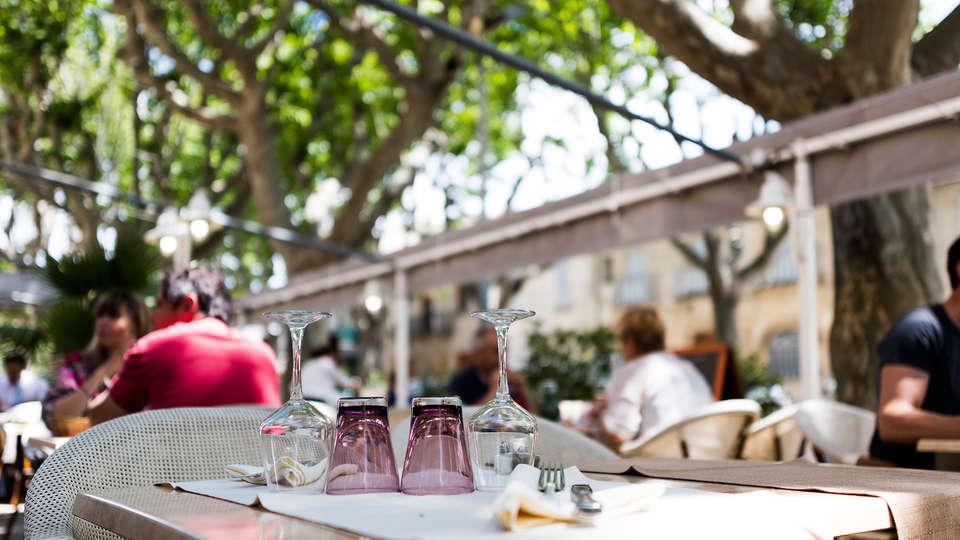Logis Hôtel le Cours - EDIT_NEW_restauranterrace.jpg