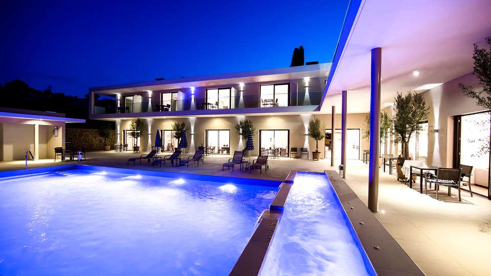 Seventeen Hotel - EDIT_pool2.jpg