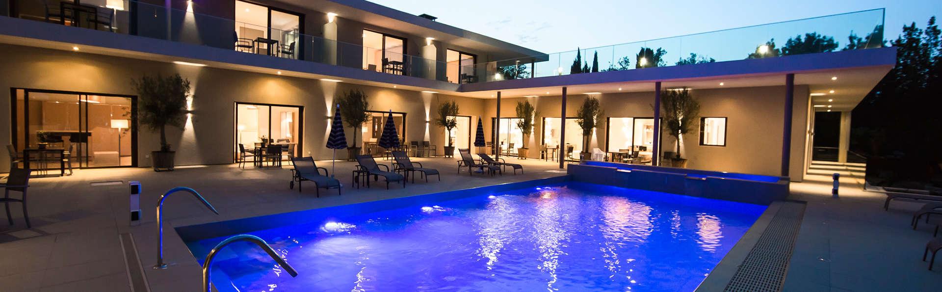 Seventeen Hotel - EDIT_pool4.jpg