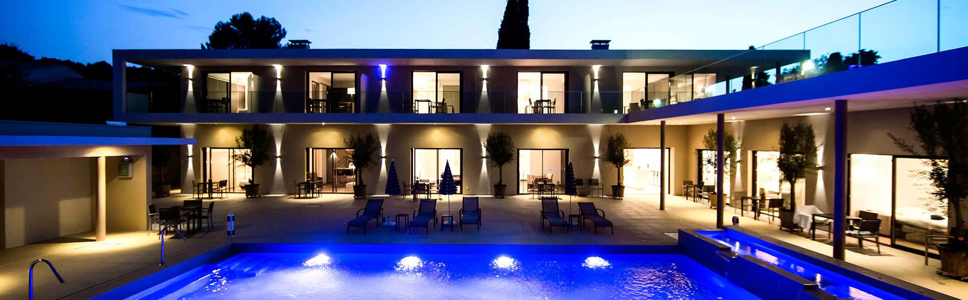 Seventeen Hotel - EDIT_pool3.jpg