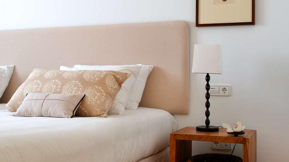 Las Lomas Village - edit_new_Apartments---bedroom.jpg