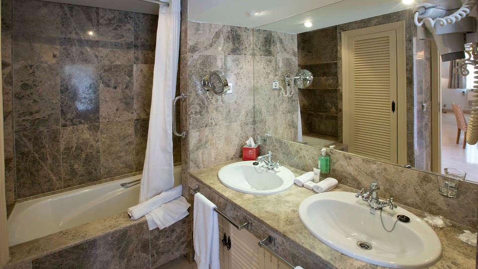 Las Lomas Village - edit_new_Studio---bathroom.jpg