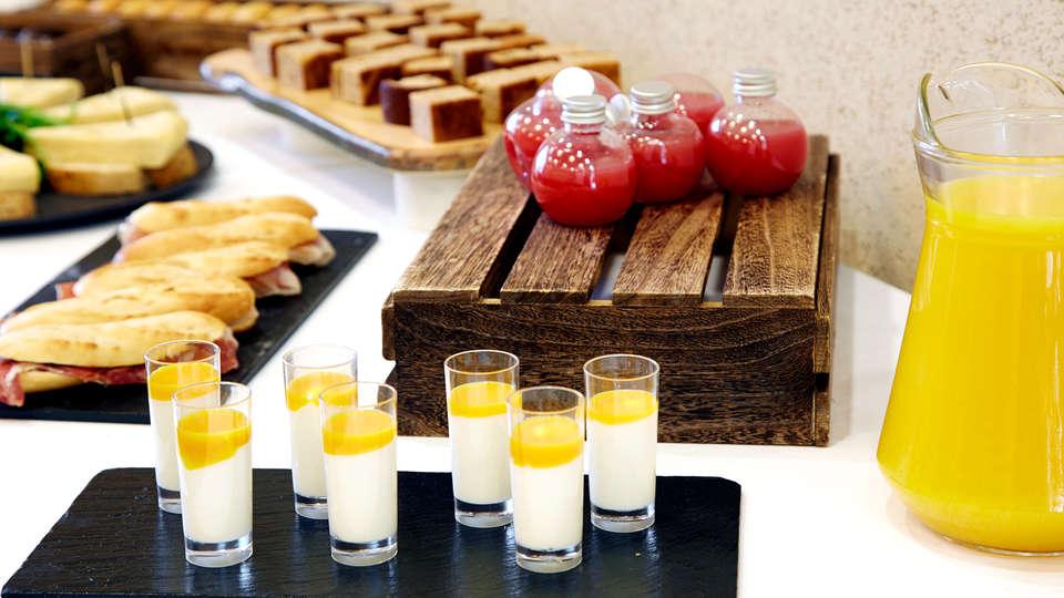 Hotel Puerta de Bilbao - Edit_Breakfast.jpg
