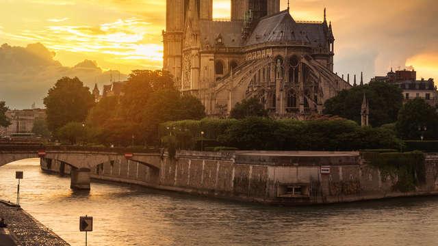 Elegancia y turismo en París con paseo en barco por el Sena