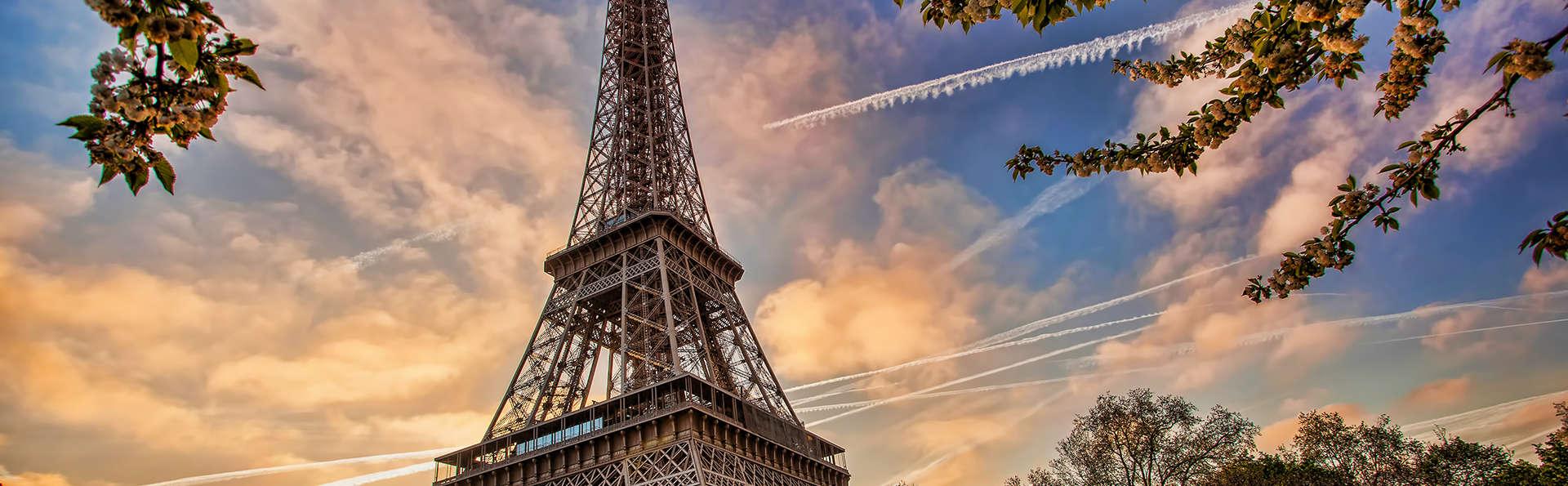 Escapade parisienne avec visite guidée de la Tour Eiffel